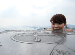 天気のいい日には、瀬戸内海の島々だけでなく香川県の高松市街まで見渡せることも。