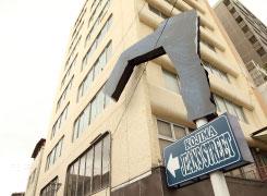 「児島ジーンズストリート」にはデニム色の道路にデニム看板が!?写真撮影が楽しい!