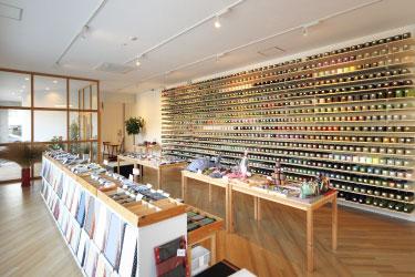 畳べりの国内トップメーカー「高田織物」では100種超の畳べりや関連小物が買えます。