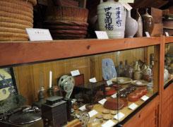 「むかし下津井回船問屋」の資料館には海や船に関する珍しい古道具がいっぱい。