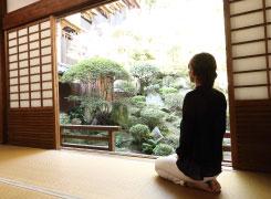 お殿様のために造られた日本庭園を眺めてのんびり。気分は、すっかりお姫様です。
